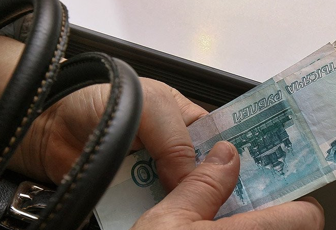 ВВолгоградской области председатель участковой избирательной комиссии пробовала дать взятку приставу