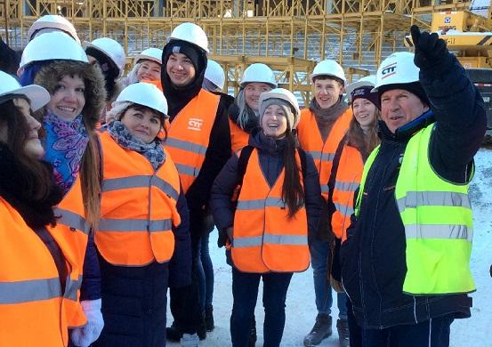 """Студенты архитекторы побывали на стройке """"Волгоград-Арены"""""""