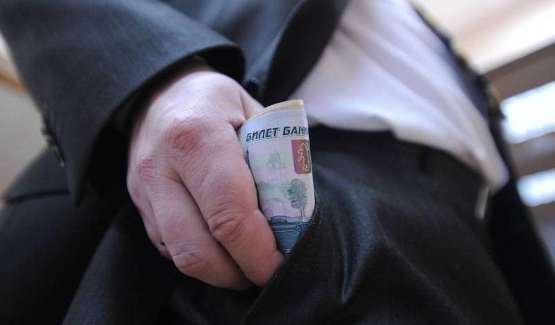 ВВолгограде чиновник позволил нелегальную торговлю елками за33 тысячи руб.