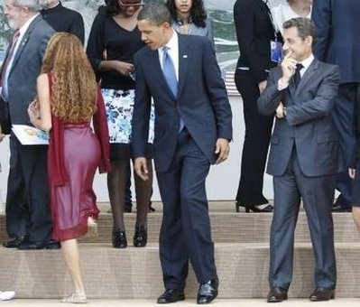 obama-looks-doesnt-touch-421-1247172924-12.jpg